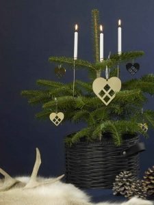 Airies gold heart on tree